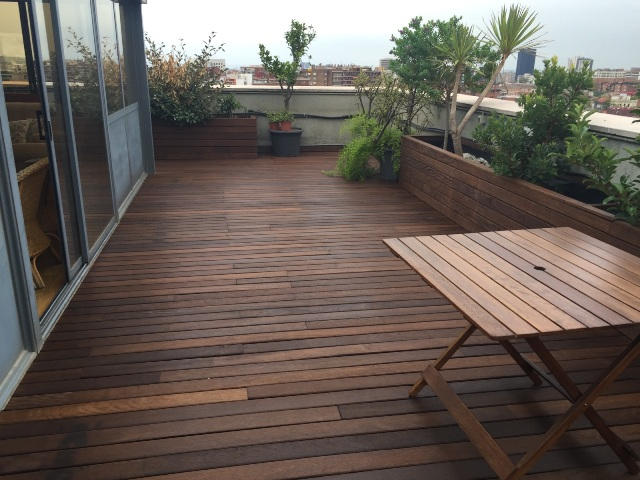 de terraza de madera tropical particular barcelona