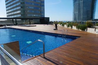 terraza madera hotel hilton barcelona