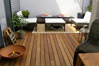 Suelo madera jardin suelo madera terrazas jardin escalera for Suelo madera terraza