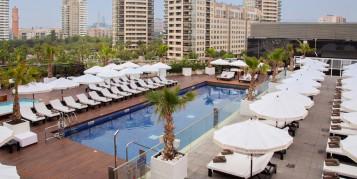 Mantenimiento terraza madera exterior y tarima piscina Hotel Hilton